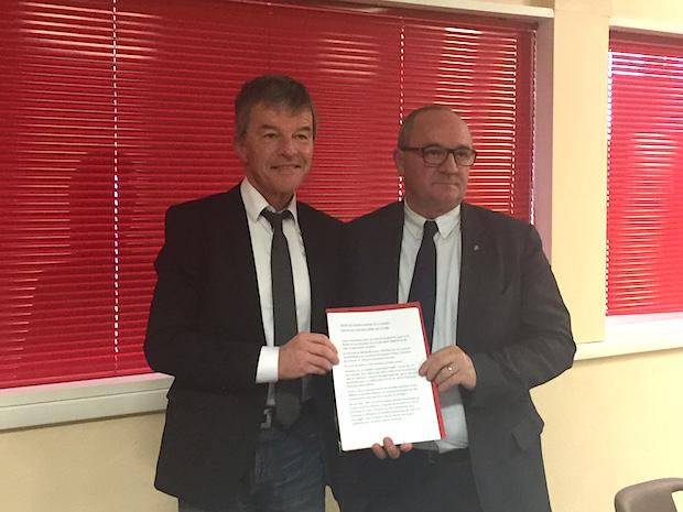 Christophe Chabot - Michel Reculeau - Signature du Protocole d'accord d'Avant-Fusion.