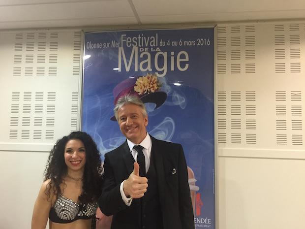 A droite, Philippe Bonnemann, directeur artistique Festival de Magie