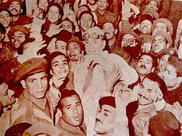 Raphaël Morand, vainqueur du Nil, porté par la foule égyptienne