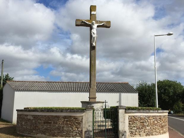 Croix à Olonne-sur-Mer sur la route de Pierre-Levée