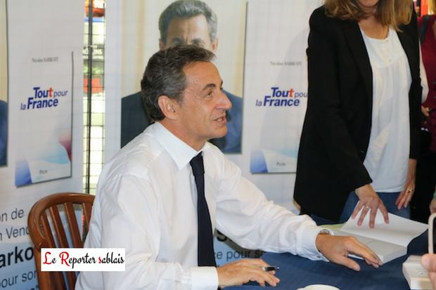 1er octobre 2016, Nicolas Sarkozy au Centre Leclerc signe son dernier ouvrage